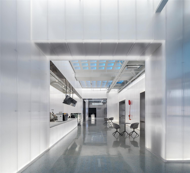 聚碳酸酯墙板系统,体育板幕墙隔断立面体育manbetx万博应用案例